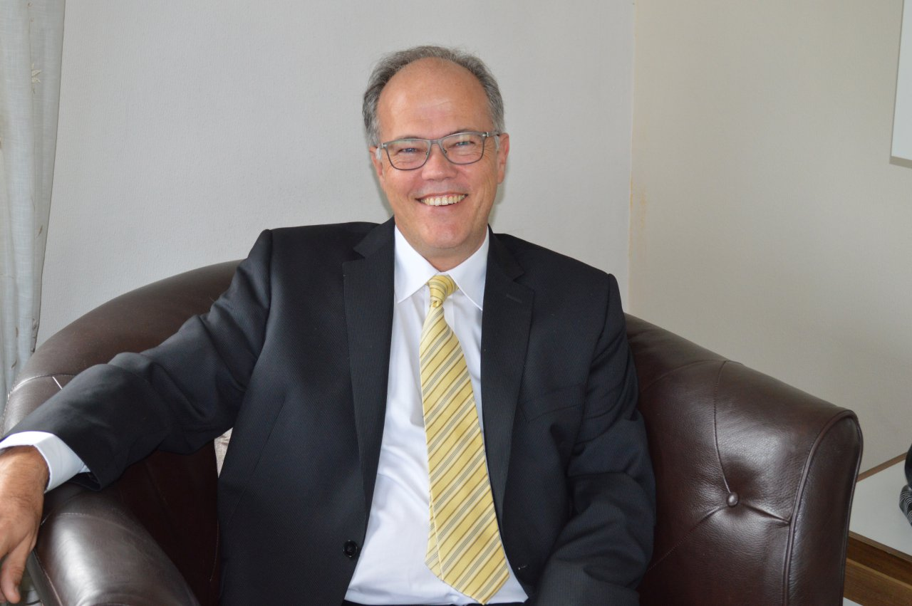 Herr Ernst G. Mohr hilft Ihnen bei allen Fragen rund um Ihre Hausverwaltung gern weiter