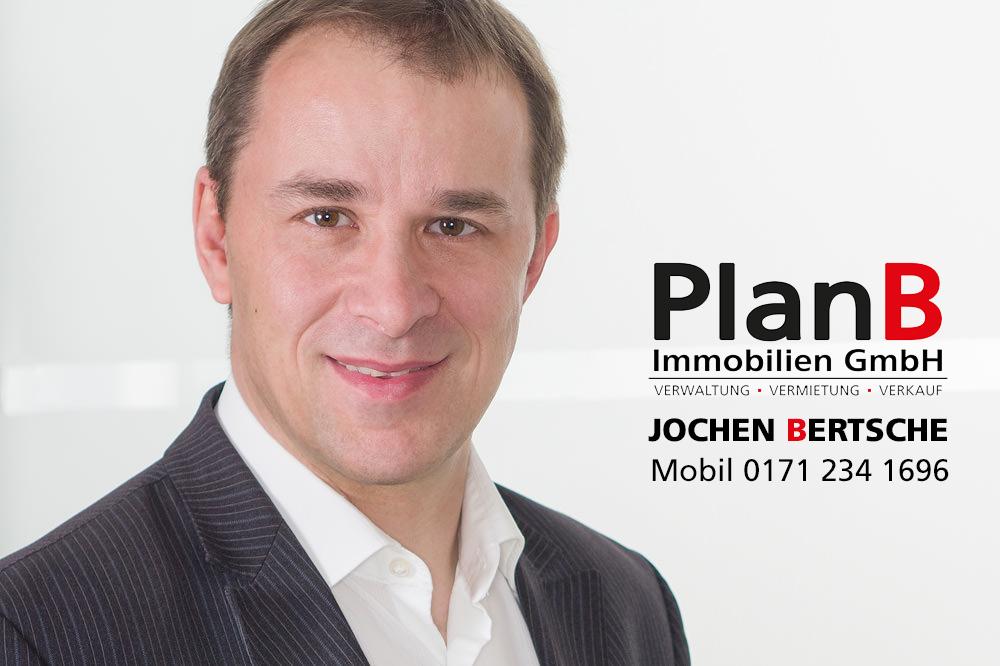 Herr Jochen Bertsche hilft Ihnen bei allen Fragen rund um Ihre Hausverwaltung gern weiter